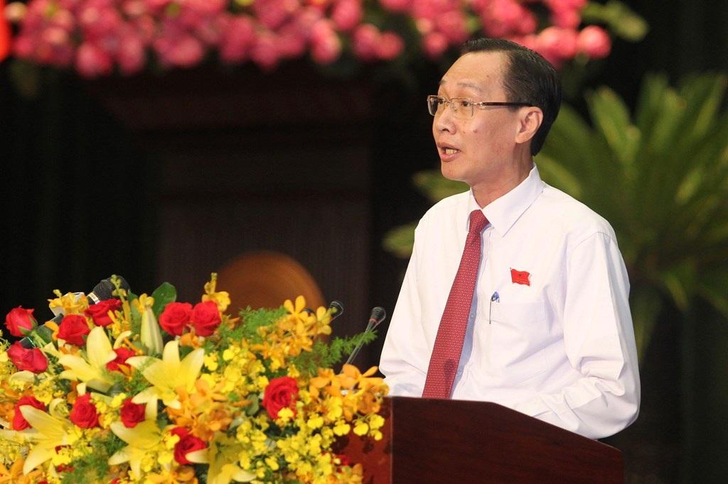 Phó Chủ tịch UBND TP Lê Thanh Liêm báo cáo tình hình kinh tế - xã hội TP 6 tháng đầu năm