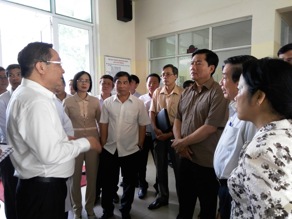 Bí thư Đinh La Thăng đi thăm khu lưu trú công nhân, phòng khám đa khoa trong Khu chế xuất Tân Thuận
