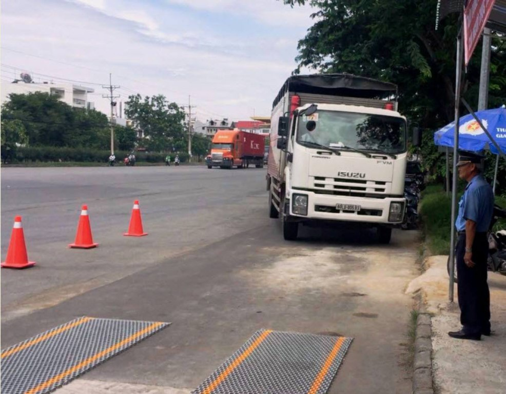TPHCM sử dụng cân tự động để kiểm soát xe quá tải