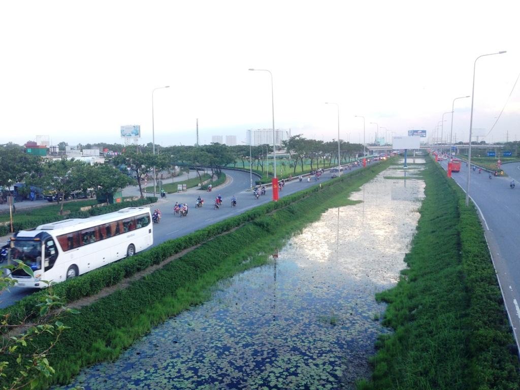 Nhiều người chọn phương án trở lại Sài Gòn vào chiều hôm qua và sáng nay, không tập trung cùng thời điểm nên giao thông không căng thẳng như những dịp nghỉ lễ trước