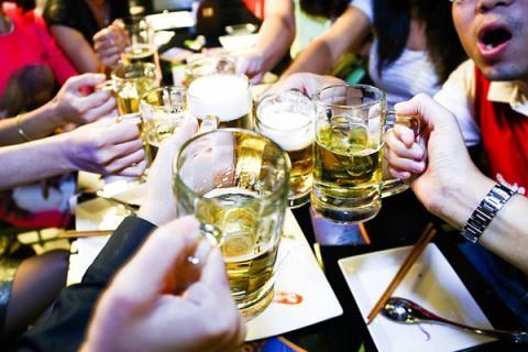 Người Việt uống 3,4 tỷ lít bia, 70 triệu lít rượu trong năm 2015 (ảnh minh hoạ).