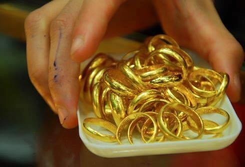 Các mặt hàng được tiêu thụ chủ yếu vẫn là nhẫn tròn trơn, nhẫn vỉ, miếng thần tài có những trọng lượng khác nhau.