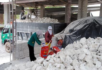 Việt Nam đang đối mặt với vụ kiện chống bán phá giá thứ 3 từ thị trường Úc đối với mặt hàng vôi sống.