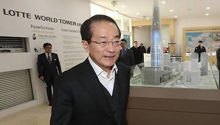 Ông Lee In-won được biết đến là người đàn ông quyền lực thứ 2 tại Lotte và là phụ tá thân cận nhất của Chủ tịch Shin Dong-bin.
