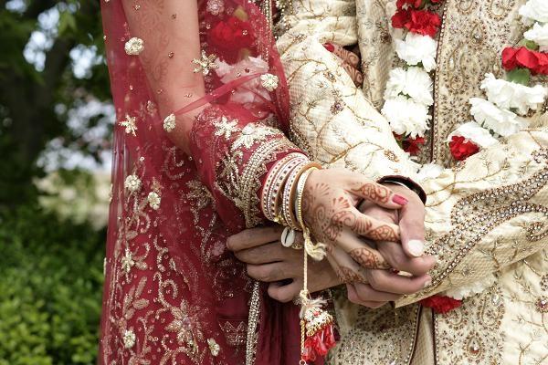 Đám cưới giữa một vận động viên crikê và một nữ diễn viên