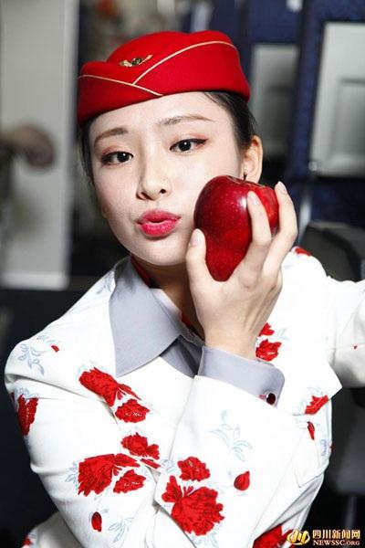 Chi hơn 400.000 đồng để mua quả táo có nụ hôn của nữ tiếp viên hàng không - 2
