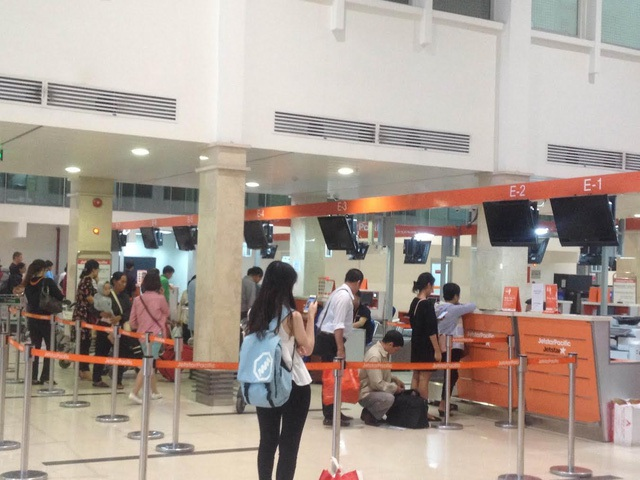 Bộ CA vào cuộc vụ tin tặc tấn công hệ thống âm thanh, màn hình tại sân bay quốc tế Nội Bài và Tân Sơn Nhất.