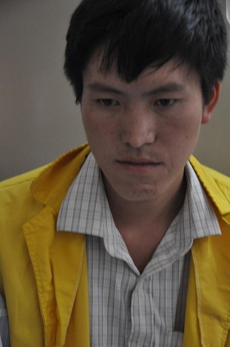Chồng của em không biết nói tiếng Kinh, chỉ biết nhìn vợ khóc vì không có tiền.