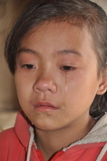 Em không có tuổi thơ, chỉ còn nước mắt và nuối tiếc những ngày đã qua.