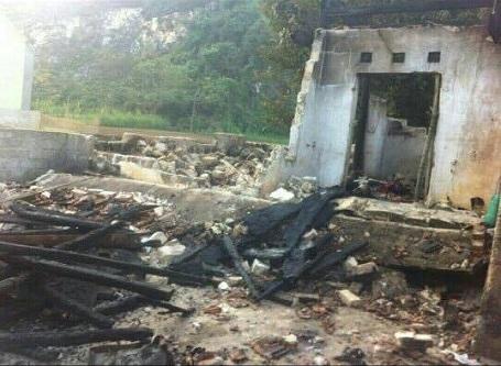 Vụ bỏng khiến ngôi nhà của Vương bị cháy thiêu rụi toàn bộ.