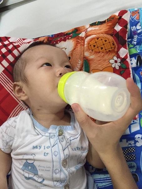 Em ngoan và uống được nhiều sữa hơn.