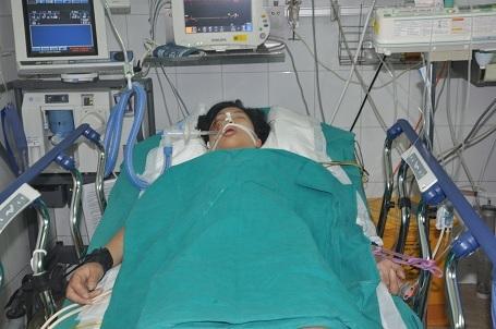 Em bị vỡ gan phải, mất đến 2/3 gan, cộng với việc bị rách tĩnh mạch chủ làm chảy đến 2 lít máu trong ổ bụng.