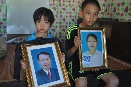 Bố mẹ đều lần lượt qua đời để lại 2 anh em Hoàng, Thư bơ vơ.