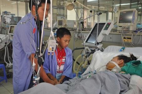 Em Thúy được chẩn đoán bị viêm cơ tim và phải sử dụng đến phương pháp tim phổi nhân tạo với chi phí lên đến khoảng 200 triệu/ tuần.