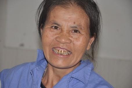 Niềm hạnh phúc của người mẹ nghèo khi con gái được cứu sống.