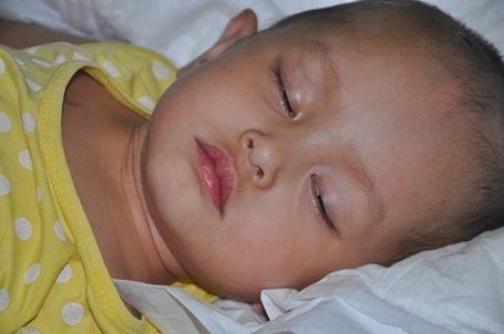 Với số tiền mọi người giúp đỡ anh Hùng sẽ để dành để mua thuốc và đóng viện phí cho con gái.