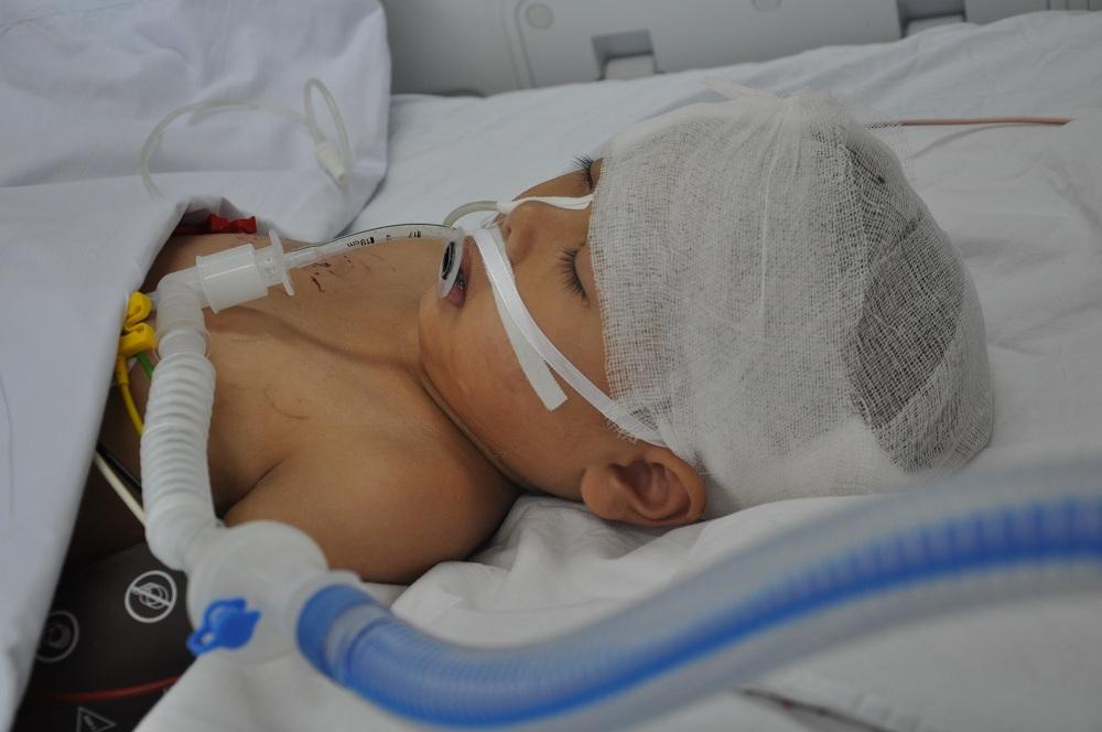 Tại bệnh viện Việt Đức em đã được mổ cấp cứu đến 2 lần.
