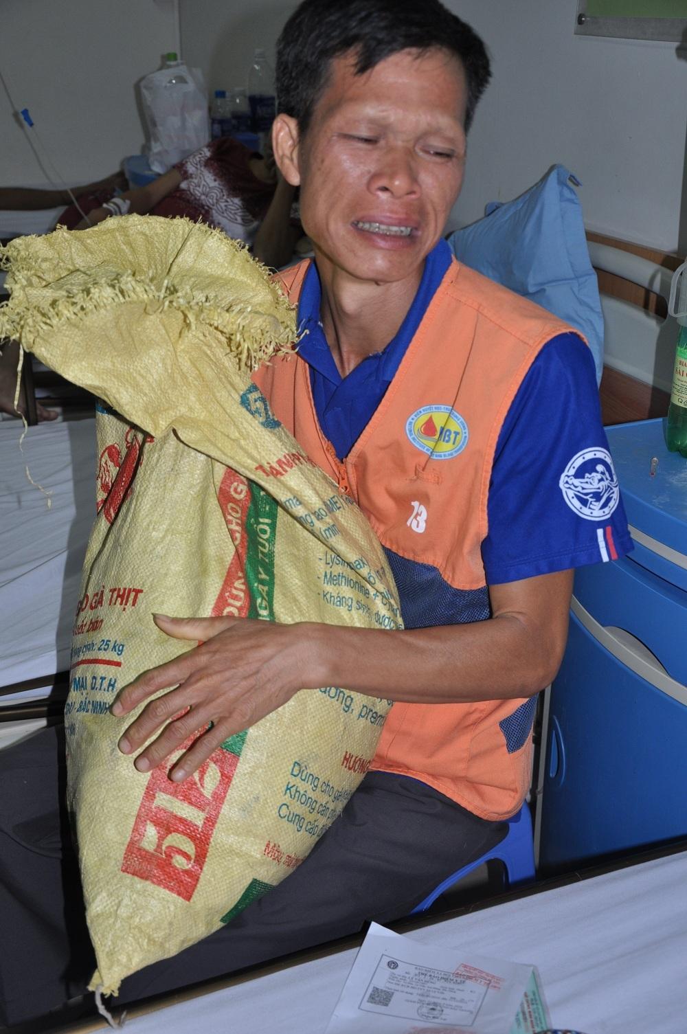 Bố em, anh Lý Văn Thuận cho biết trong túi chỉ có 40.000 đồng.