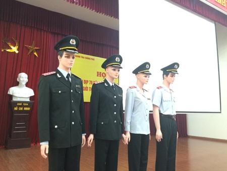 Trang phục mới của cán bộ ngành thanh tra. Trong ảnh: Trang phục của Tổng Thanh tra Chính phủ ngoài cùng bên trái.