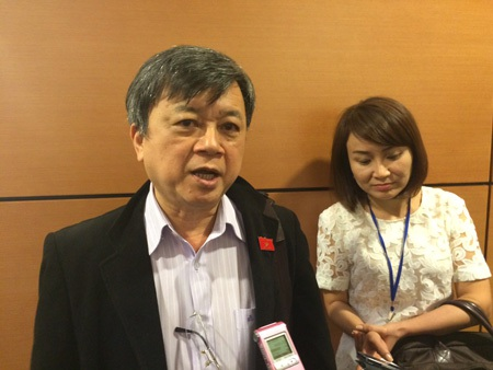 Luật sư Trương Trọng Nghĩa trao đổi với báo chí chiều 5/11 (Ảnh: Thế Kha).