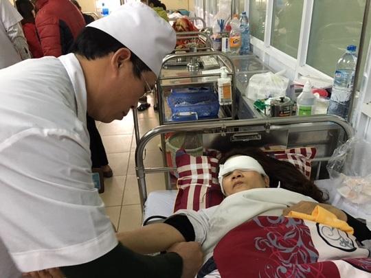 Bà Trần Thị Thu Hiền - cán bộ Phòng Tiếp dân 1 (Ban Tiếp công dân Trung ương) đang được điều trị tại Bệnh viện 103 (Ảnh: CTV)