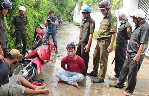 Một buổi diễn tập của công an xã phối hợp với các lực lượng truy bắt kẻ trộm (Ảnh minh họa: Pháp luật TPHCM)