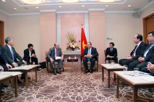 Thủ tướng Nguyễn Xuân Phúc tiếp ông Takehiko Kakiuchi - Chủ tịch, Tổng Giám đốc điều hành Tập đoàn Mitsubishi (Ảnh: VGP)