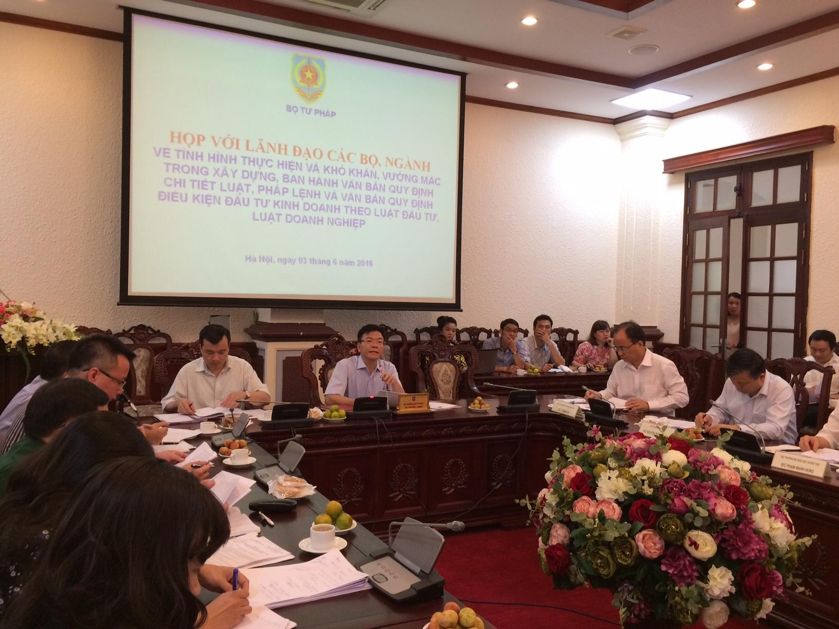 Bộ trưởng Bộ Tư pháp Lê Thành Long chủ trì cuộc họp (Ảnh: T.K)