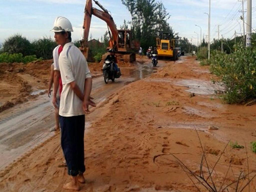 Bộ trưởng Trần Hồng Hà chỉ đạo tạm dừng ngay mọi công việc sản xuất của Công ty TNHH Tân Quang Cường để làm rõ sự việc (Ảnh: Trúc Hà)