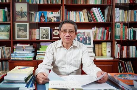 Giáo sư Nguyễn Minh Thuyết - nguyên Phó chủ nhiệm Ủy ban Văn hóa, Giáo dục, Thanh niên, Thiếu niên và Nhi đồng của Quốc hội.