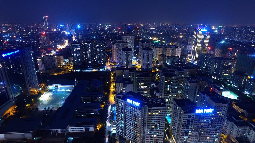 Phóng viên Dân trí ghi lại bộ mặt đô thị Hà Nội thay đổi mạnh mẽ với nhiều khu đô thị cao tầng, bên cạnh mạng lưới giao thông hiện đại phát triển nhanh chóng theo góc nhìn từ trên cao (Ảnh: Mạnh Thắng)