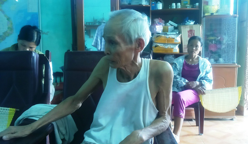 """20 năm qua, ông Trần Văn Điền (82 tuổi), ở xóm 5, xã Phú Phúc, huyện Lý Nhân, tỉnh Hà Nam vẫn """"miệt mài"""" đi kêu oan cho hai người bị kết án giết chết con mình vào buổi trưa ngày 29/11/1992. Hai người bị kết án mà ông Điền và gia đình mình đi kêu oan là ông Trần Văn Vót (SN 1949) và ông Trần Ngọc Thanh (SN 1974), đều là người dân miền Nhân Phúc, xã Phú Phúc (Ảnh: Đức Văn)"""