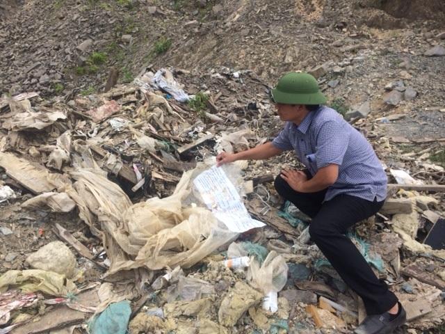 Lại phát hiện một bãi rác thải hỗn hợp có nguồn gốc nghi từ công ty Formosa được tập kết tại phường Kỳ Phương, thị xã Kỳ Anh, Hà Tĩnh. Bãi rác nằm cách trung tâm thị xã Kỳ Anh khoảng 20 km về phía Nam, cách quốc lộ 1A khoảng 1 km và cách Công ty Formosa khoảng 5 km. (Ảnh: Văn Dũng)