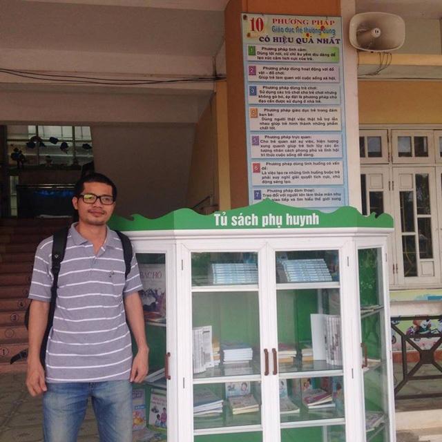 """Hơn 19 năm qua, anh Nguyễn Quang Thạch (sinh năm 1975) - người khởi xướng chương trình Sách hóa nông thôn vừa giành Giải thưởng của UNESCO - đã miệt mài và bền bỉ thực hiện ước mơ """"phủ sách"""" khắp mọi vùng nông thôn Việt Nam (Ảnh: Hoài Thư)"""
