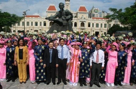 Đám cưới tập thể năm 2011 với 80 cặp đôi uyên ương (ảnh: Lê Phương)