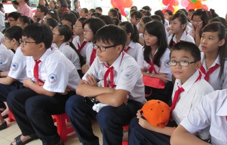 Không để học sinh vì đồng phục mà gặp trở ngại khi đến trường (Ảnh minh họa)