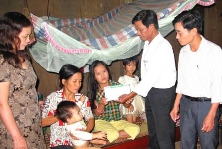 Cháu Phạm Thị Thành đã có cơ hội đi mổ tim - 1
