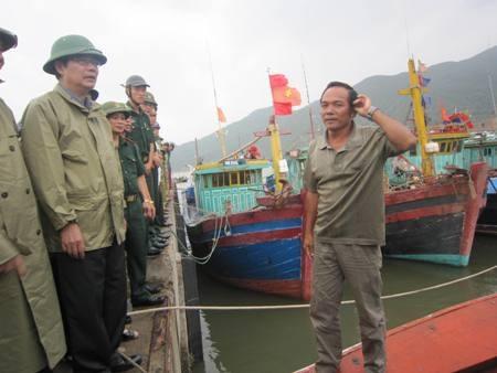 """""""Siêu bão"""" bẻ hướng, tiến sát Thái Bình - Nghệ An"""