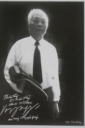 Tấm ảnh của Nghệ sỹ nhiếp ảnh Trần Hồng vinh dự được Đại tượng đề tặng lại tác giả