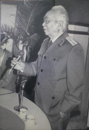 Đại tướng Võ Nguyên Giáp đến thăm cơ quan Thông tấn xã Việt