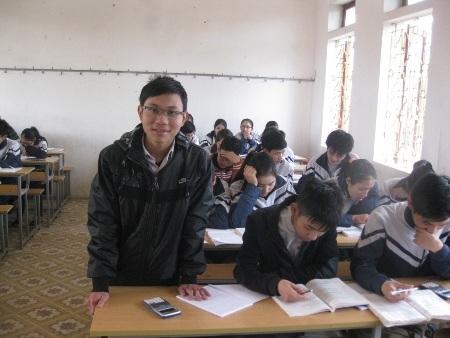 Trong lớp, cậu học trò Trần Văn Cường rất chăm phát biểu xây dựng bài