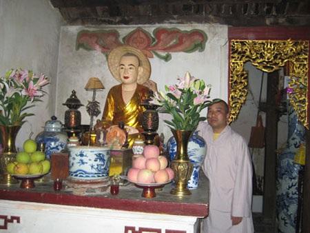 Phải mặc áo mưa cho... tượng Phật - 2
