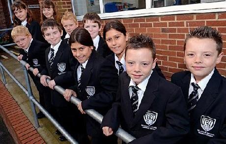 5 cặp sinh đôi sinh năm 2001 cùng được ghi danh vào lớp 7 trường De Aston