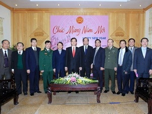 Thủ tướng Nguyễn Tấn Dũng với lãnh đạo chủ chốt tỉnh Hà Nam. (Ảnh: Đức Tám/TTXVN)