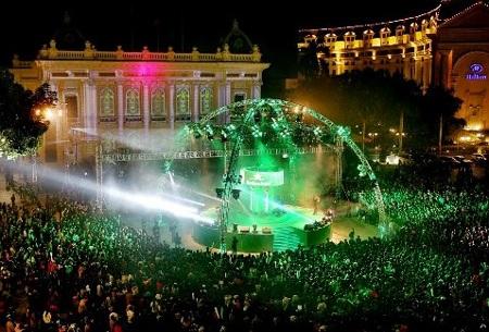 Biển người trong Heineken countdown Party tại Quảng trường Nhà hát Lớn Hà Nội