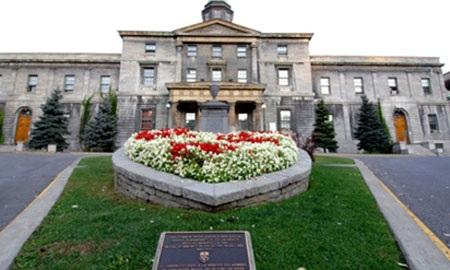UMC – Ngôi trường năng động và thân thiện tại Toronto.