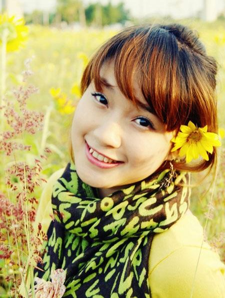 Minh Hiền gây ấn tượng với người đối diện bởi khuôn mặt khả ái và nụ cười ngọt ngào