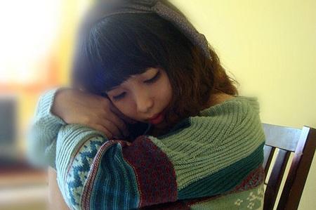Du học là sẽ có ngày bật khóc vì nỗi nhớ nhà, buồn bã cô độc... (Ảnh minh họa)