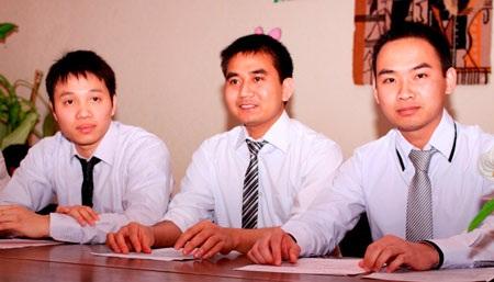 Gương mặt rạng ngời của ba đảng viên trẻ ở nơi xa Việt Nam đến chục nghìn cây số