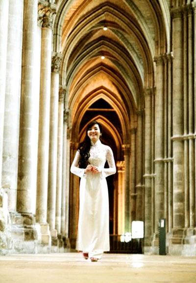 Model: Văn Tùng & Yến Xuân